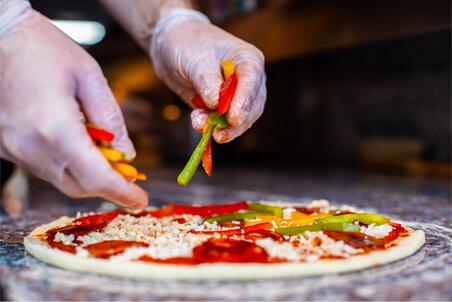 préparation de pizza Basilic & Co
